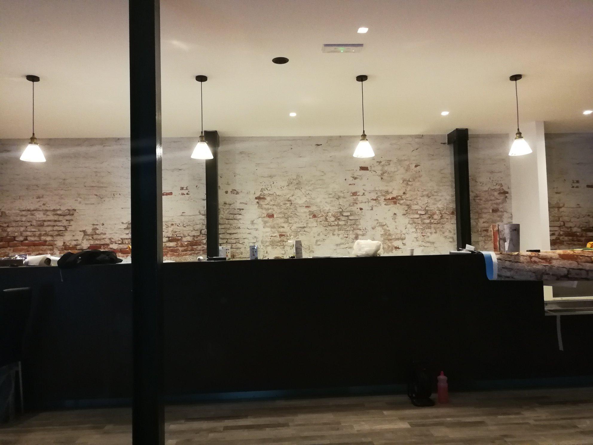 grafiti-pellicola-murale-wall-wall-wrapping-muro-antico-rovinato-mattoni-a-vista